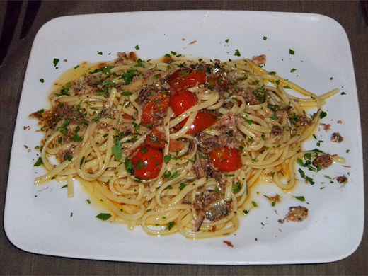 LINGUINE WITH MISSOLTINO AND TOMATOES »